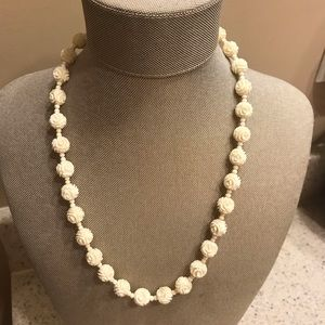 Jewelry - Vintage classy white necklace
